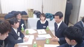 各グループの意見集約(伊藤信太郎県連会長も学生と一緒に)