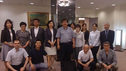 松居和先生を囲んで、お手伝いスタッフの皆さんで記念写真