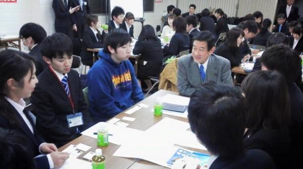 伊藤信太郎県連会長も学生とディスカッション
