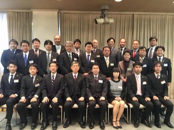 高村正彦自民党副総裁を囲んでの塾生集合写真